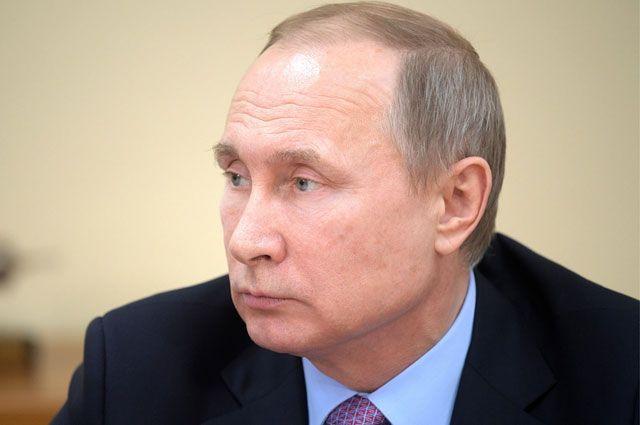 Путин посетил Сретенский монастырь в столицеРФ