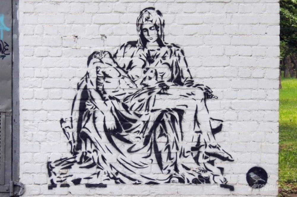 Черно-белая работа неизвестного автора на здании в Чистяковской роще.