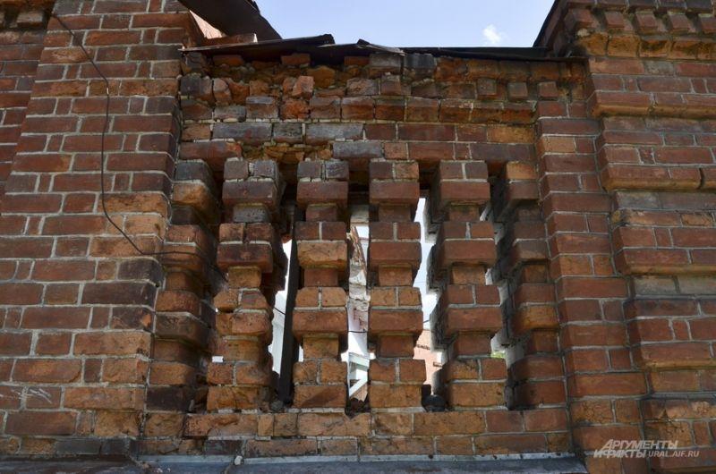 Стена забора детского сада №1.