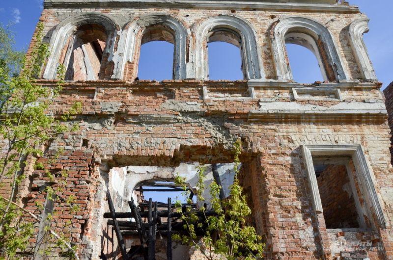 Разрушенное старое здание на улице Ленина.