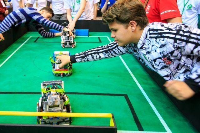 Школьники из Красноярского края Андрей Проничев и Энцо Болетти победили в одной из программ национального этапа международного конкурса по робототехнике.
