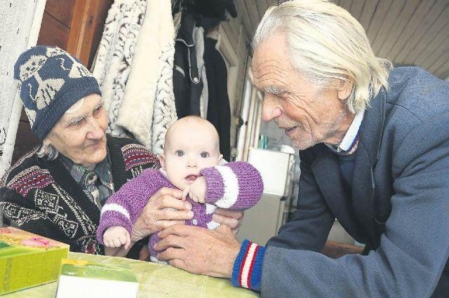 Для многих семей — это шанс восполнить свои «неполные» семьи - иметь бабушек и дедушек для своих детей.