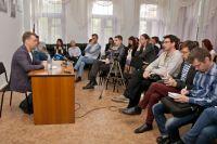 Представители омских СМИ задали множество вопросов столичному гостю.