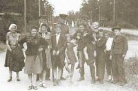 Лето 1946 года. На аллее парка культуры и отдыха в Челябинске.
