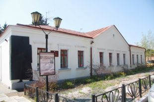 Музей имени писателя располагается в центре Омска.