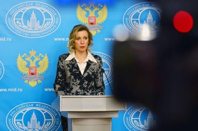 Захарова ответила стихами Маяковского на слова Керри о русском языке