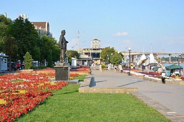 Отличное место отдыха с семьёй в Ростове - городская набережная.