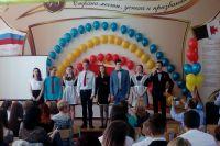 Выпускники 11 «А» ижевской школы №48.
