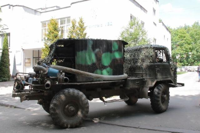 «Черные копатели» для добычи янтаря вмонтировали помпу в грузовик «ГАЗ-66».