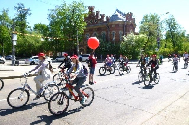 Иркутские велосипедисты «подсказали» формат акции #СТОПВИЧСПИД её организаторам.