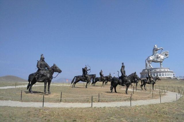 Статуя Чингисхана в чистом поле выглядит очень впечатляюще.