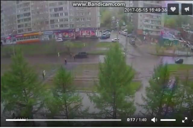 ВКрасноярске ГИБДД разыскивает водителя кроссовера, сбившего на«зебре» пенсионерку