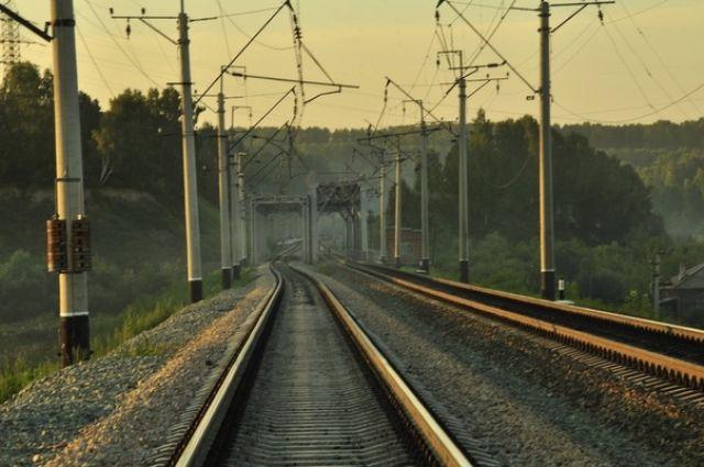 ВМедногорске надетей упала железнодорожная шпала
