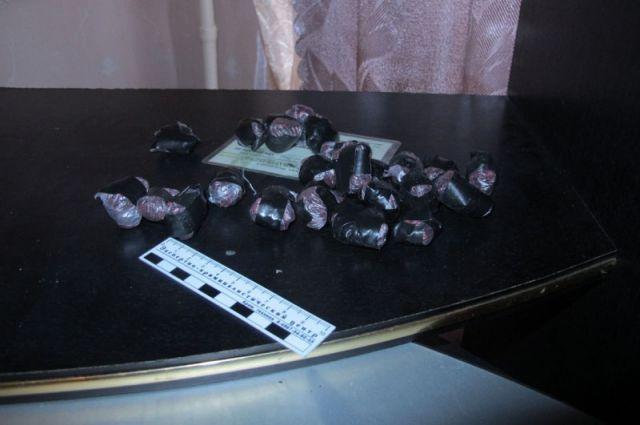 Надымские полицейские пресекли сбыт наркотиков в крупном размере.