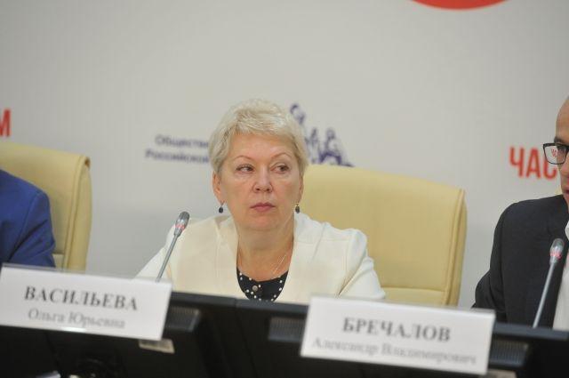 Ольга Васильева призвала проводить школьные выпускные без пышных торжеств