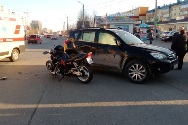 В Ноябрьске в больницу доставлен мотоциклист, пострадавший в ДТП.