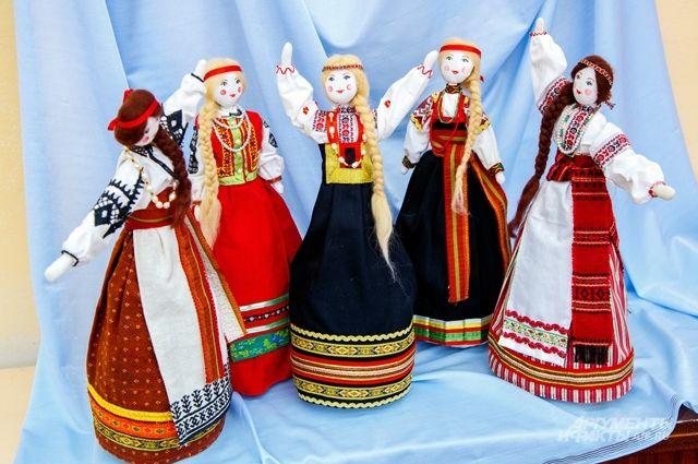 Эти красавицы (автор - О. Телепнева, 14 лет) приедут из Белгорода.