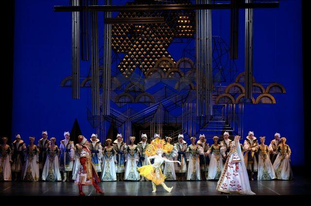 Завершала вечер одноактных балетов «Жар-птица».