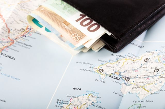 Что сделать с деньгами перед отпуском? Финансовый ликбез