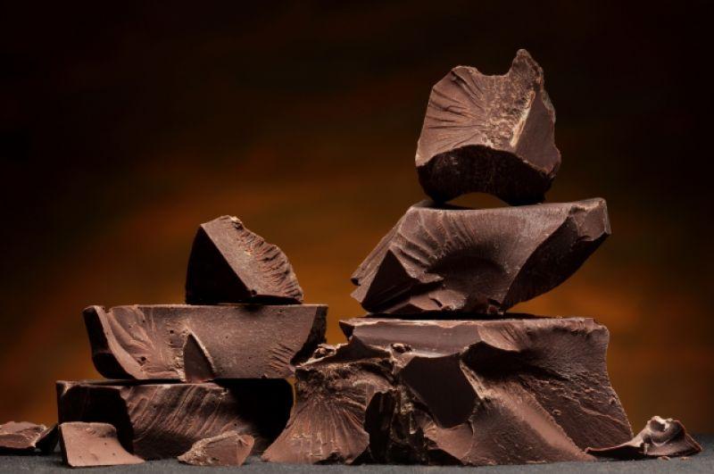Шоколад. Горький шоколад с содержанием какао 70 % - 550 ккал.
