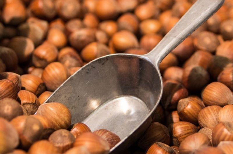 Орехи. Самый калорийный – макадамия (718 ккал), но не отстают и наши, более привычные орехи: фундук – 704 ккал, грецкий – 654 ккал, миндаль - 645 ккал.