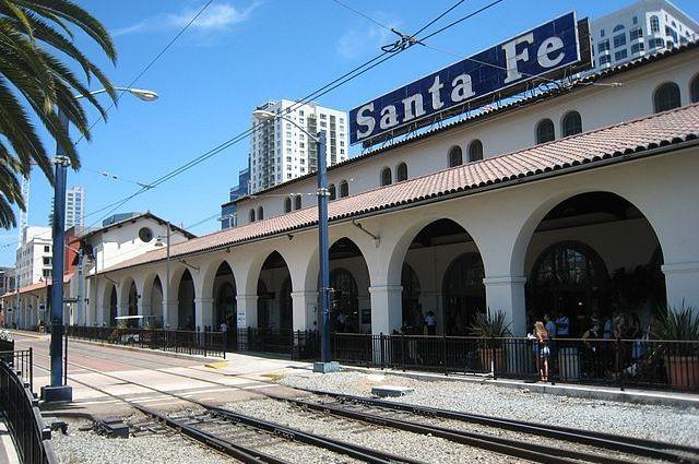 Жительница Калифорнии «заключила брак» с железнодорожной станцией