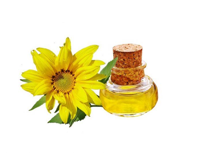Растительное масло. Около 900 ккал, подсолнечное, оливковое, тыквенное. Немного меньше в кокосовом масле – 862 ккал.