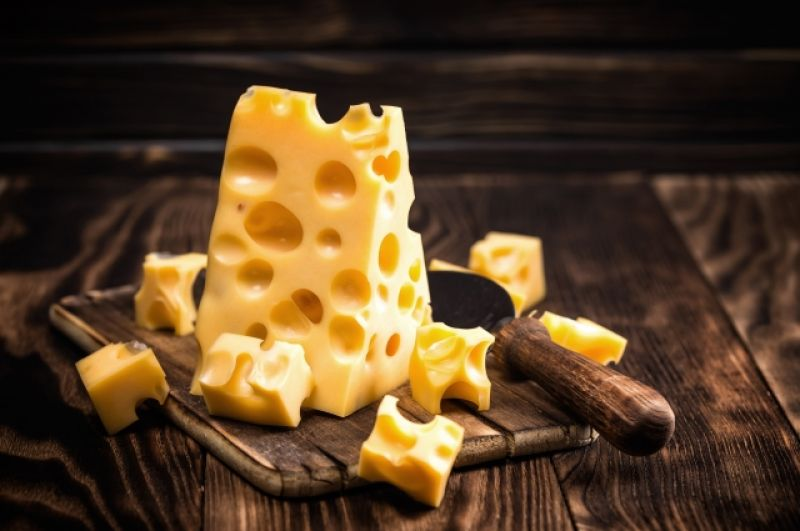 Сыр. Тут может быть разная калорийность, но самым тяжелым считается сыр «Чеддер» - 426 ккал. В пармезане – 392.