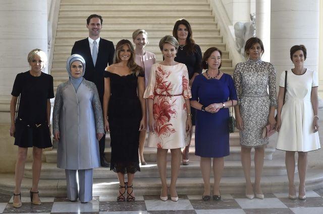 Супруг премьера Люксембурга сфотографировался вместе с женами лидеров НАТО