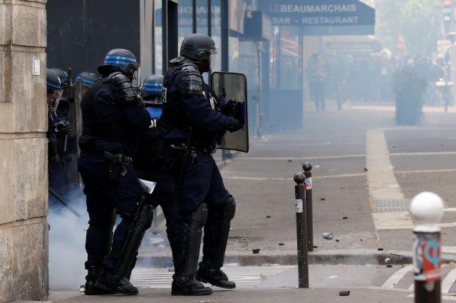 В Париже площадь Республики оцепили из-за угрозы взрыва – очевидцы
