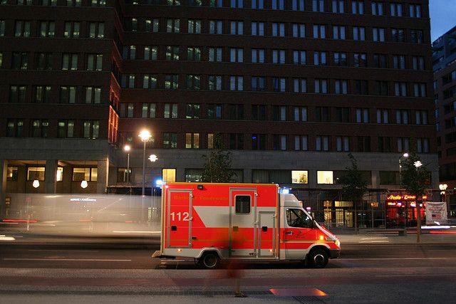 В Берлине шесть человек пострадали из-за заехавшей в метро машины