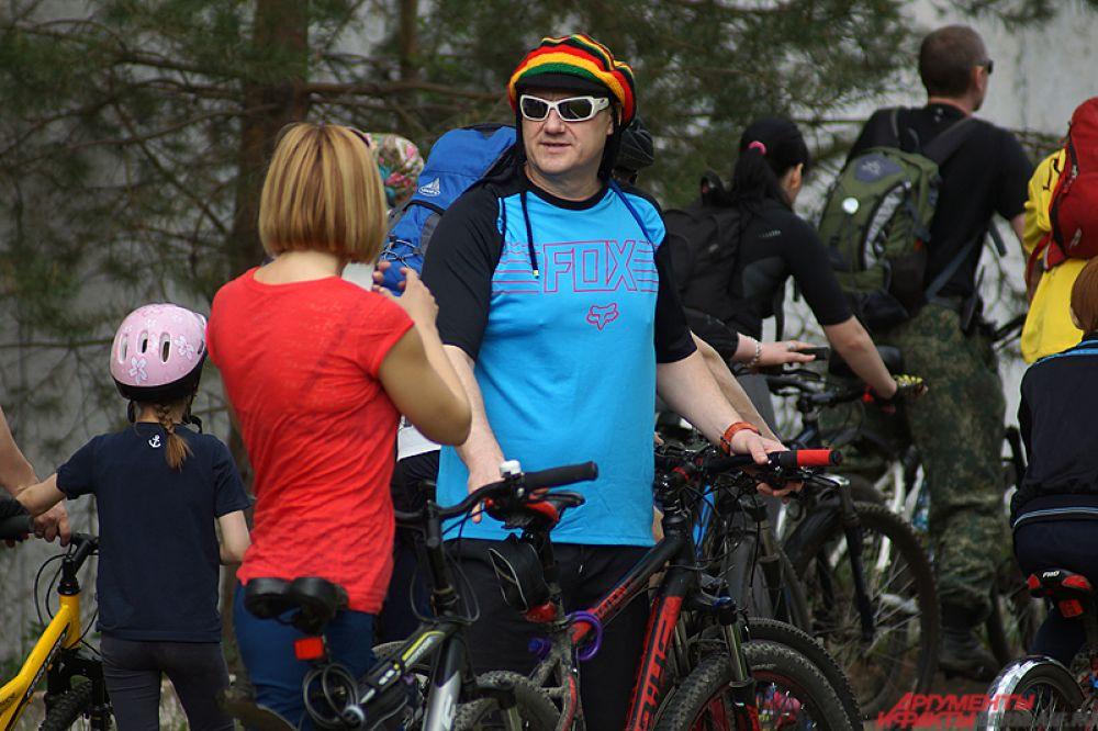 Там в течение всего дня будет проходить праздничная программа с тест-драйвом велосипедов, полевой кухней и выступлением музыкантов.