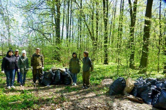 Граждане Нефтеюганского района чистят берега водоемов