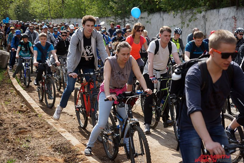 И к лучшему! 27 мая погода порадовала пермских велосипедистов – на улице было жарко и солнечно.