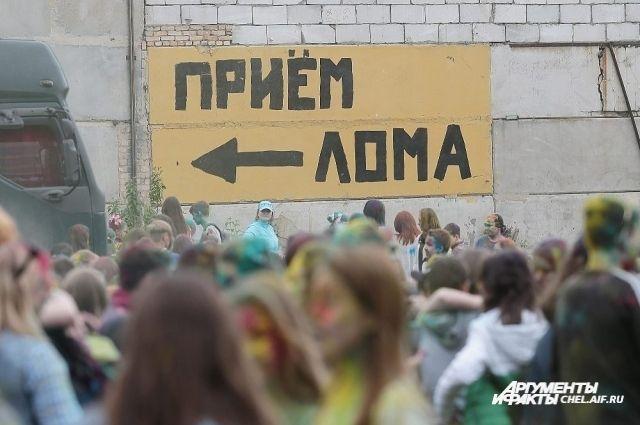 После атаки молодых людей наполицейских отменили 2-ой день Фестиваля красок
