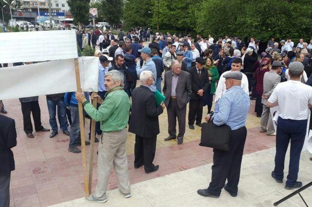 Наакцию протеста вМахачкале пришли около 150 человек