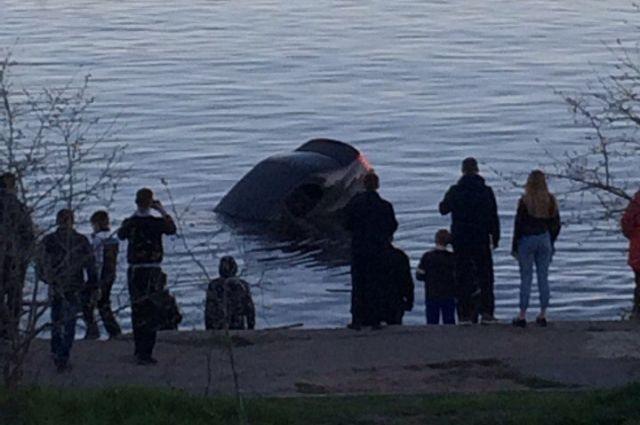 Свидетели полагают, что мужчина съехал в воду намеренно