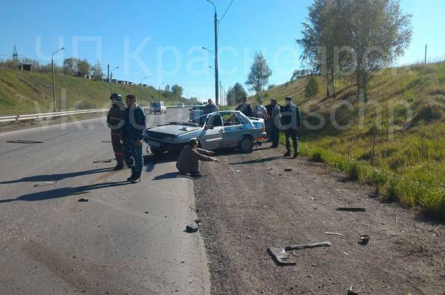 Пассажир скончался на месте, а водитель доставлен в больницу.