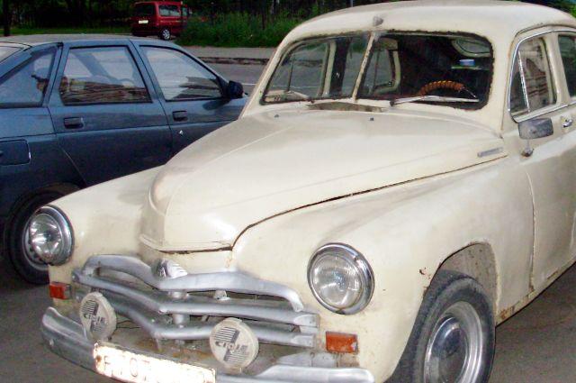 Выставка ретро-автомобилей проходит в Тюмени