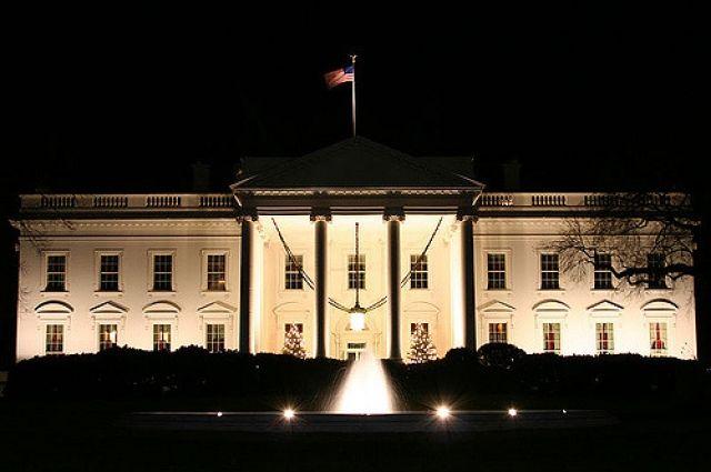 Загадочные вспышки красного цвета были замечены в окнах Белого дома — СМИ