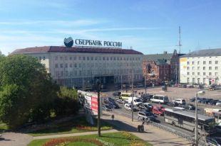Со здания КГТУ в Калининграде демонтировали огромную рекламную вывеску.