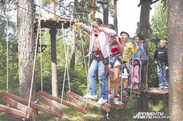 В загородных лагерях этим лето смогут отдохнуть более 6 тысяч школьников.