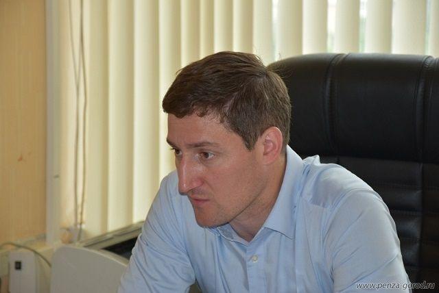 С 20 апреля 2015 года Алексей Рябов руководил управлением экономического развития  города Пензы.