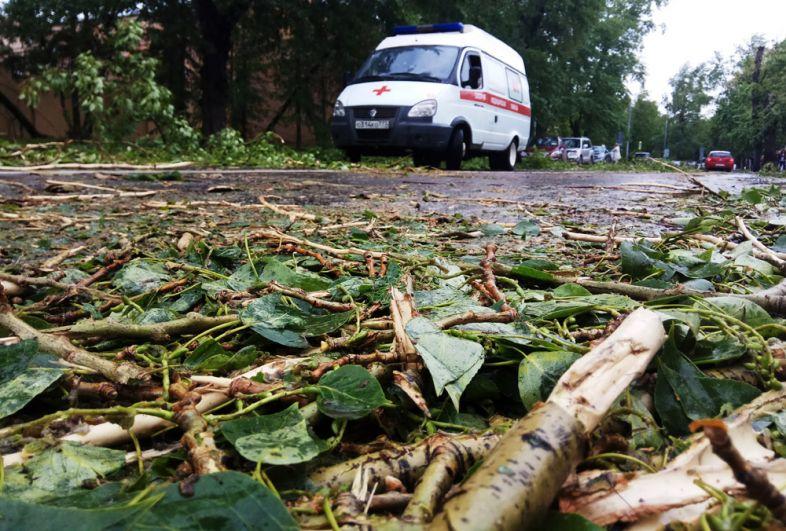 Автомобиль скорой помощи на одной из улиц Москвы.