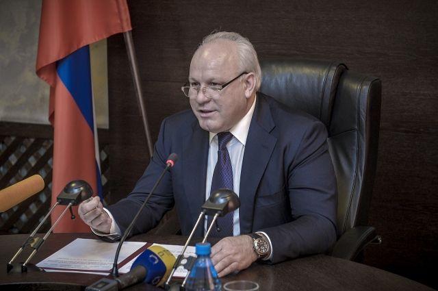 Виктор Зимин перечислил свою зарплату за день пострадавшим от пожаров жителям Красноярского края.