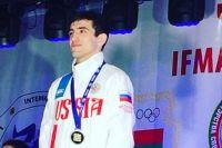 Асланбек Зикрьеев является трехкратным чемпионом России, обладателем Кубка Мира, бронзовым, а теперь и серебряным призёром Чемпионата Мира.