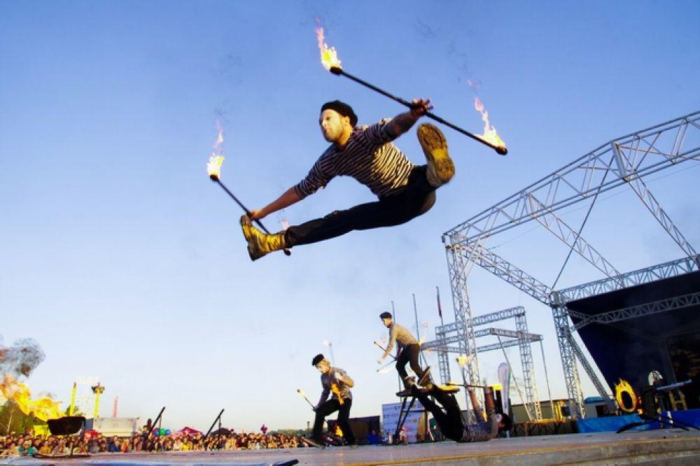 Некоторые участники удивляли еще и акробатическими номерами.