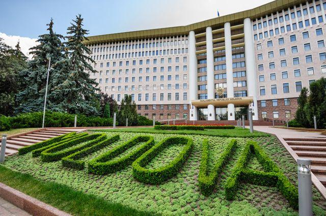 Из-за чего Молдавия выслала российских дипломатов?