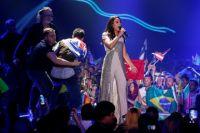 Пранкер Виталий Сердюк выбежал на сцену и частично обнажился в прямом эфире Евровидения