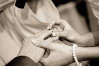 Она долго выхаживала человека, с которым прежде не была знакома. А теперь выходит за него замуж.